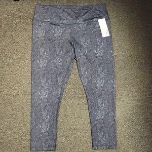 🌺 NWT Women's snakeskin design leggings size XL